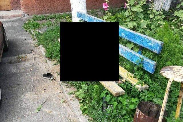 Гомельчанам пришлось вызвать МЧС, чтобы освободить мужчину (4 фото)