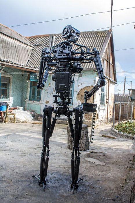 Робот из кучи металлолома (15 фото)