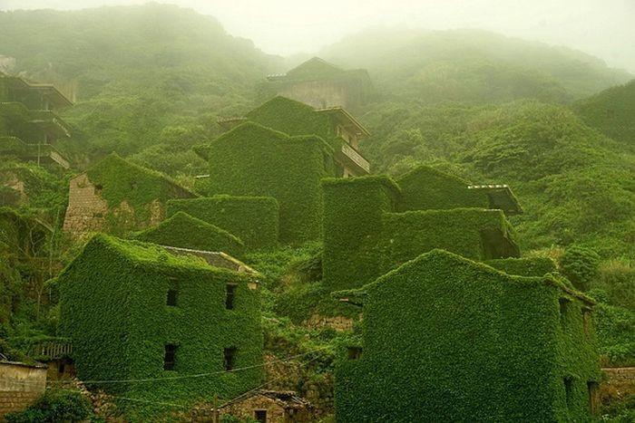 Заброшенная рыбацкая деревня на острове архипелага Шангси (3 фото)