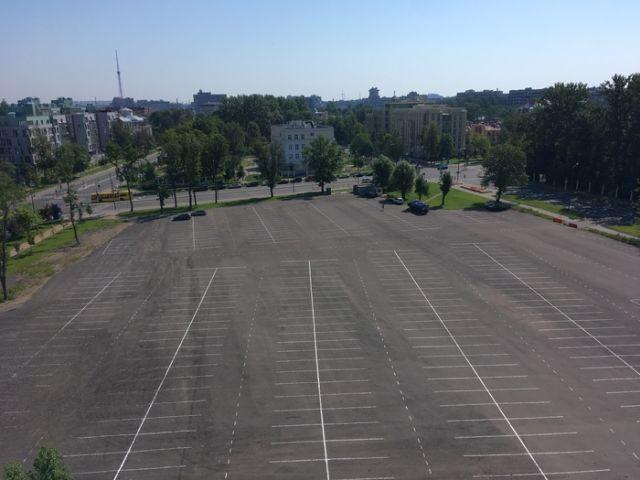 Автомобильная парковка на Крестовском острове (3 фото)