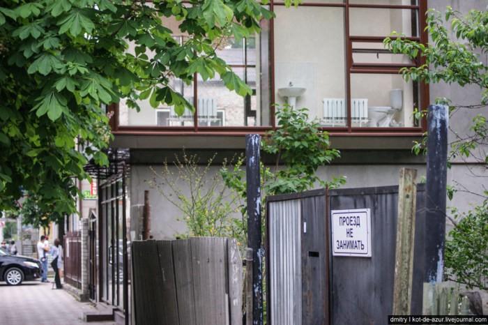 Смелый дизайн нового здания в Ессентуках (3 фото)