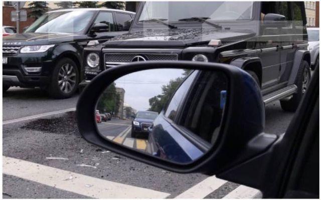 """Беспилотный автомобиль """"Яндекс"""" попал в аварию в Москве (2 фото)"""