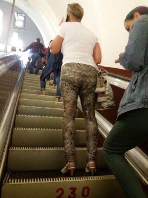 Модники и странные пассажиры в метро (30 фото)