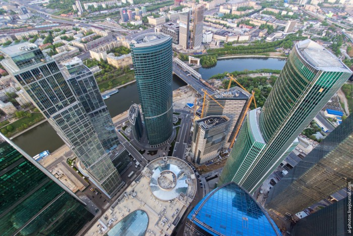 Московским руферам покорилось самое высокое здание Европы (21 фото)