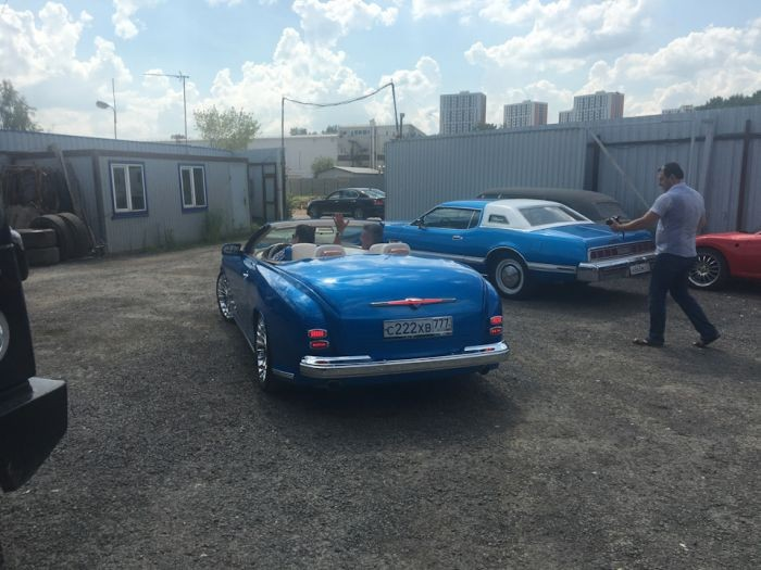 """Уникальный автомобиль, собранный из """"Победы"""" и BMW (20 фото)"""