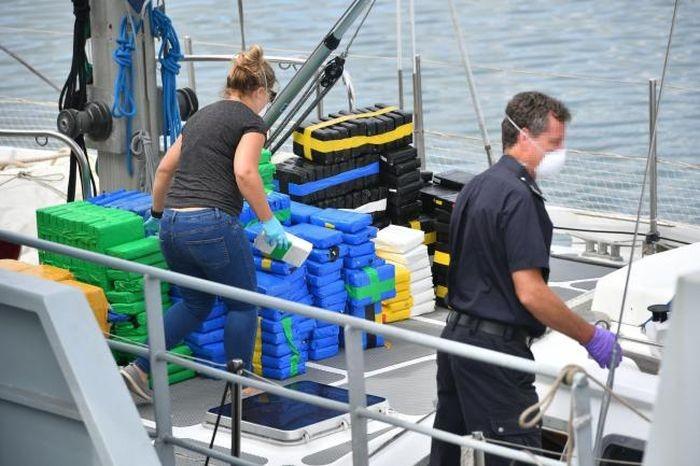 Яхта перевозила 1600 кг чистого кокаина (4 фото)