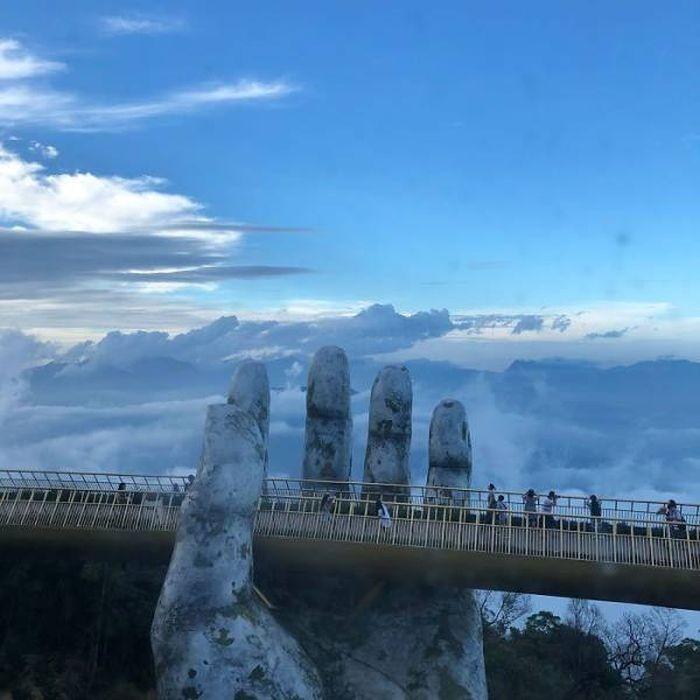 """Вьетнамский мост на двух """"человеческих"""" ладонях (15 фото)"""