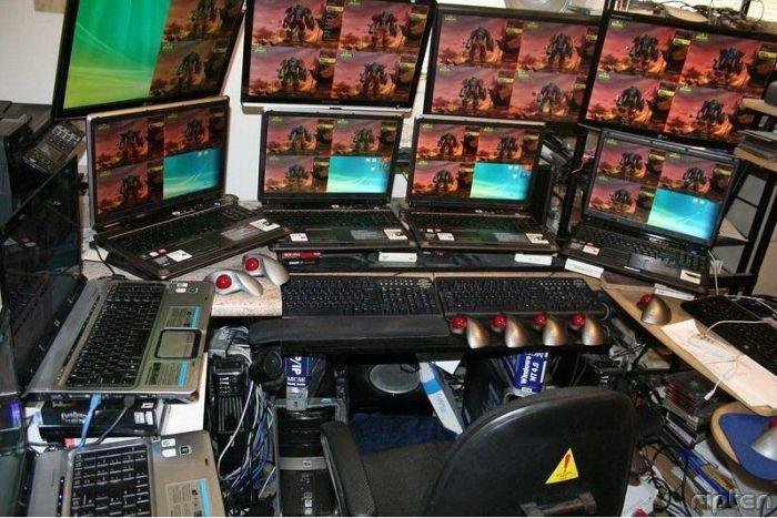 Игровое место настоящего геймера в World of Warcraft (2 фото)