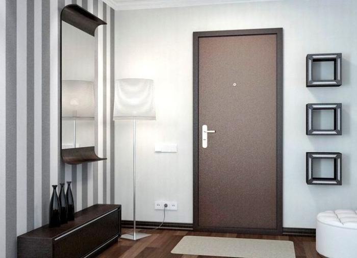 Суровая челябинская дверь в квартиру (2 фото)