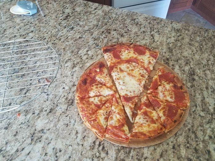 Правильный способ разрезать пиццу (2 фото)