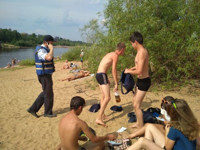 Полиция будет патрулировать пляжи, задерживая подростков (4 фото)