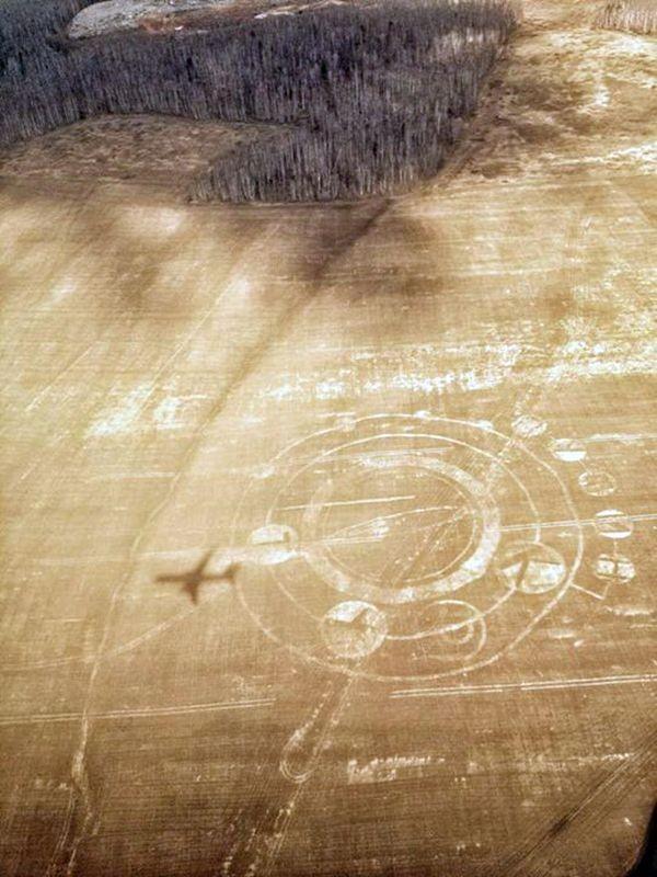 """Инопланетные круги с содержанием """"Путин крут"""" (2 фото)"""