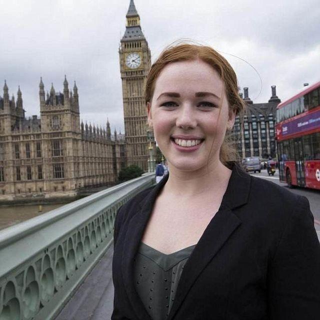 Секретарша министра Великобритании оказалась проституткой (4 фото)
