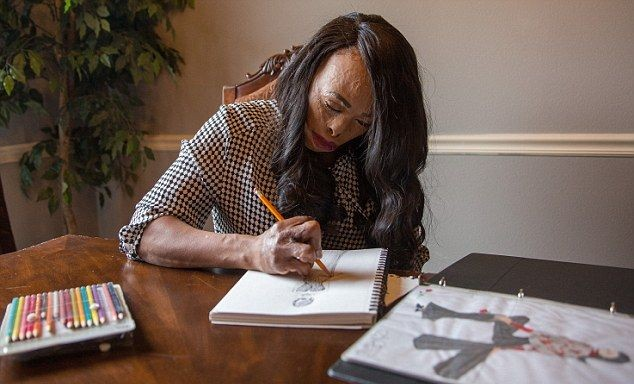 Женщина без пальцев стала востребованным модельером (9 фото)