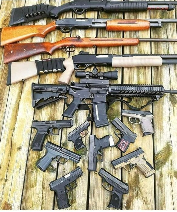 Американцы демонстрируют в сети свои коллекции оружия (24 фото)