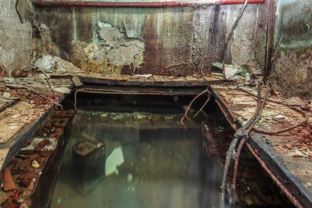 Необычное советское бомбоубежище, заброшенное уже давно (13 фото)