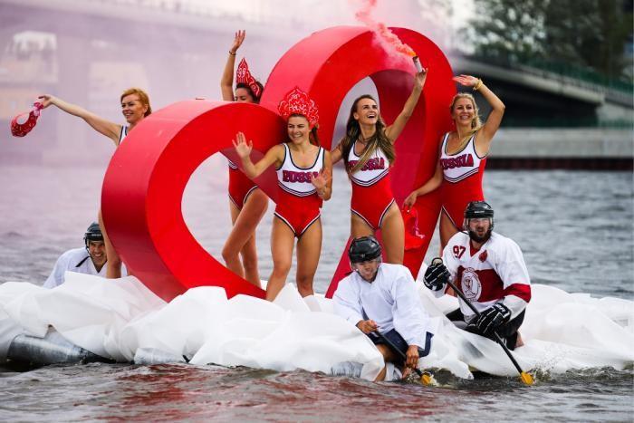 Шоу самодельных плавательных конструкций в Санкт-Петербурге (11 фото)