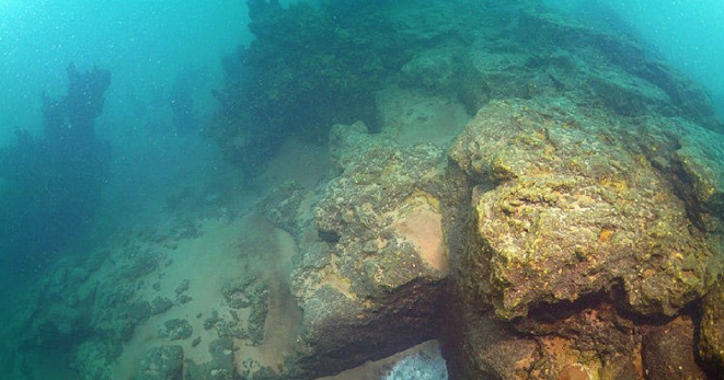 На дне турецкого озера нашли затерянный город (3 фото)