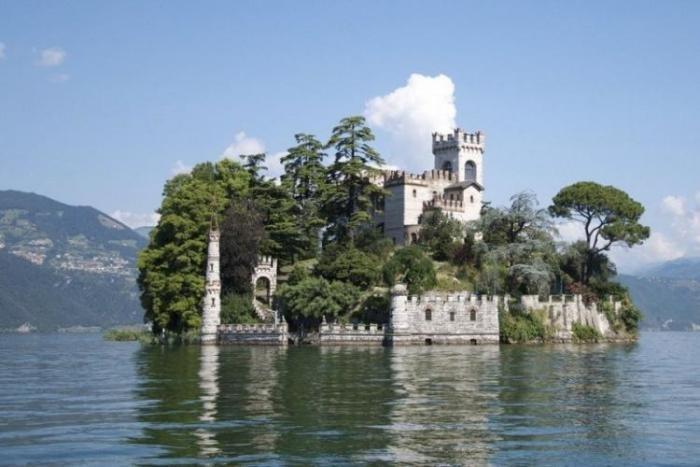 Замок на острове (10 фото)