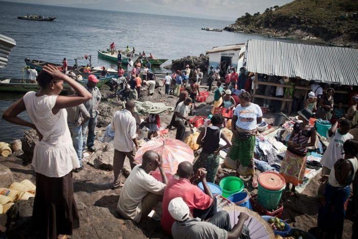 Как выглядит самый густонаселенный остров в мире (9 фото)