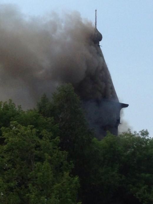 В Карелии сгорела Успенская церковь, построенная в 1774 году (6 фото)