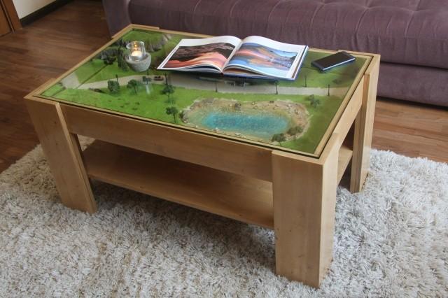 Самодельный журнальный стол с макетом под стеклом (17 фото)
