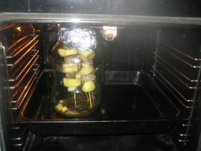 Шашлык в обычной банке и в духовке (4 фото)