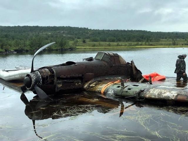 Легендарный штурмовик Ил-2 был поднят со дна озера (5 фото)