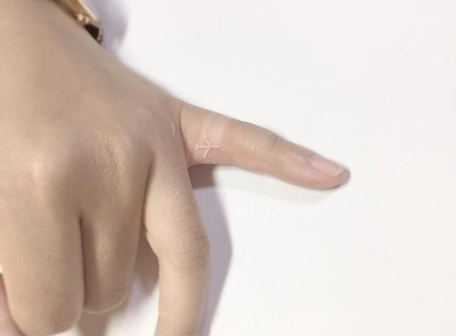 Необычные татуировки с использованием белых чернил (24 фото)