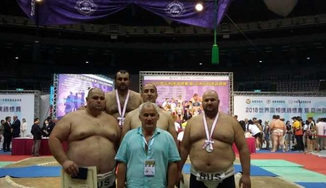 Россия взяла 7 золотых медалей в чемпионате мира по сумо (3 фото)