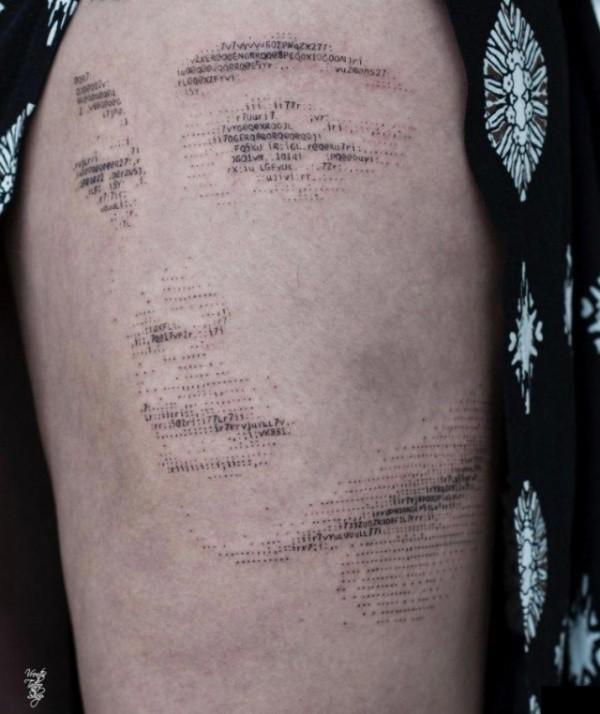 Необычные татуировки в стиле ASCII (18 фото)