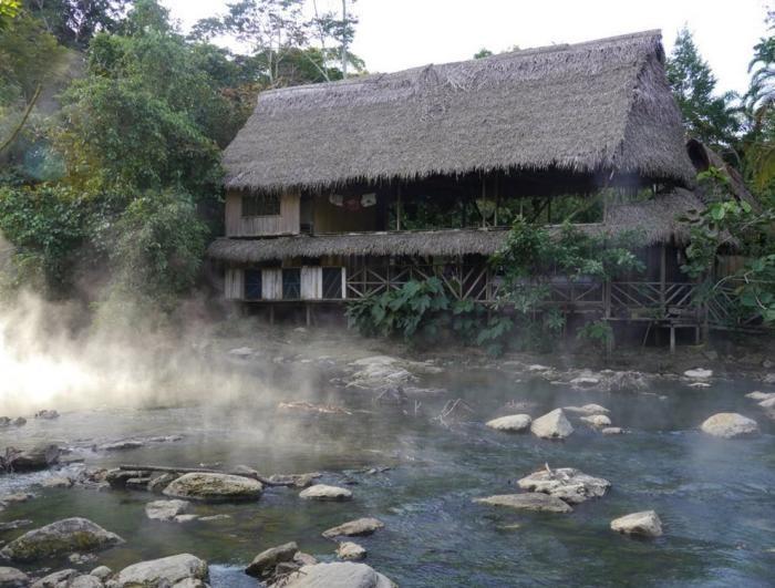 Уникальная кипящая река в джунглях Амазонки (13 фото)