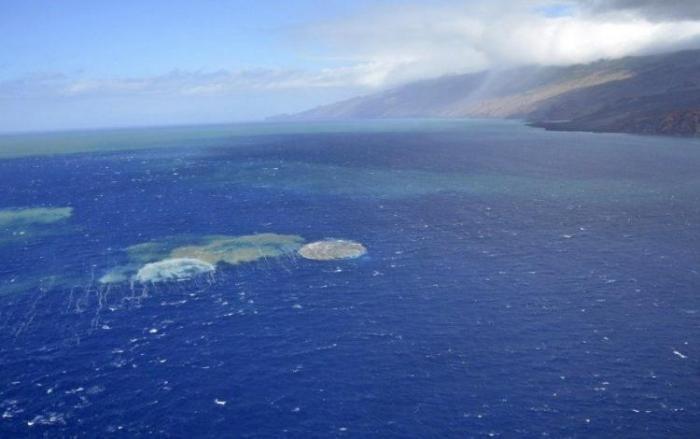 Подводное извержение вулкана на Канарских островах (10 фото)