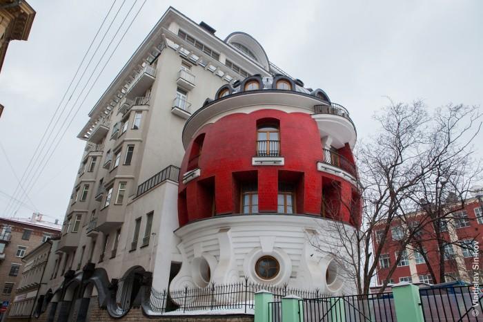 Дом-яйцо в Москве как символ лужковской архитектуры (8 фото)