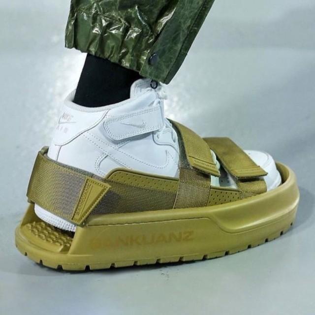 Модный китайский бренд удивил новой коллекцией обуви (6 фото)