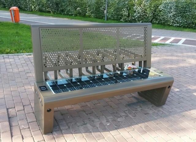 Не совсем обычная скамейка в Астане (4 фото)