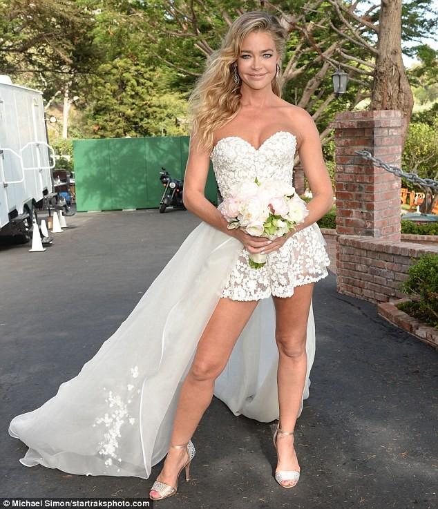 47-летняя Дениз Ричардс вышла замуж
