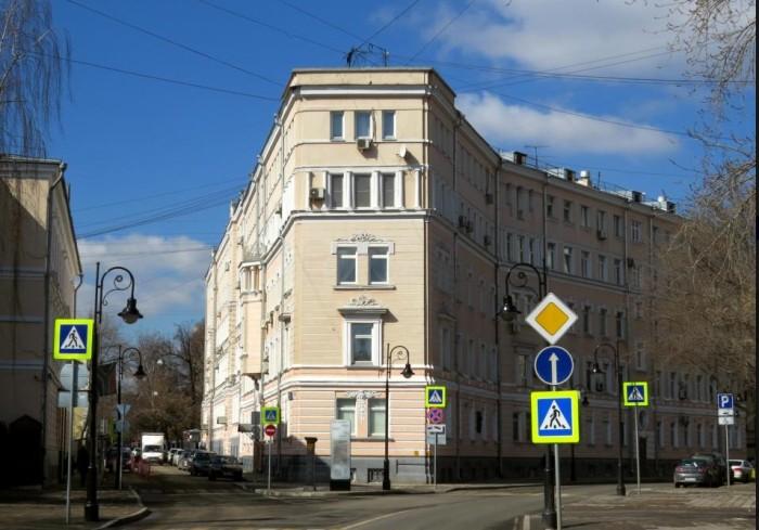 История московских «домов-утюгов»
