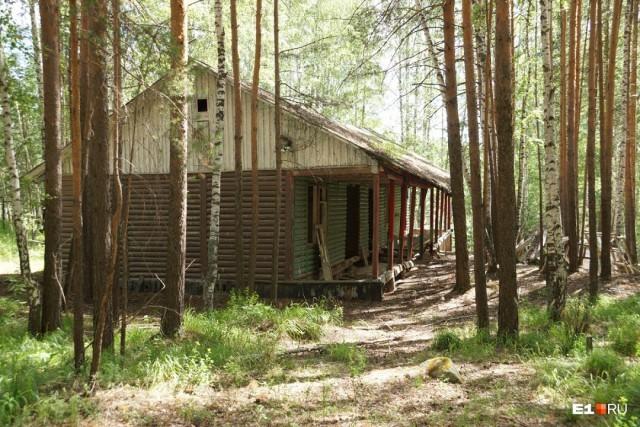 Прогулка по заброшенному пионерскому лагерю «Космос» (21 фото)