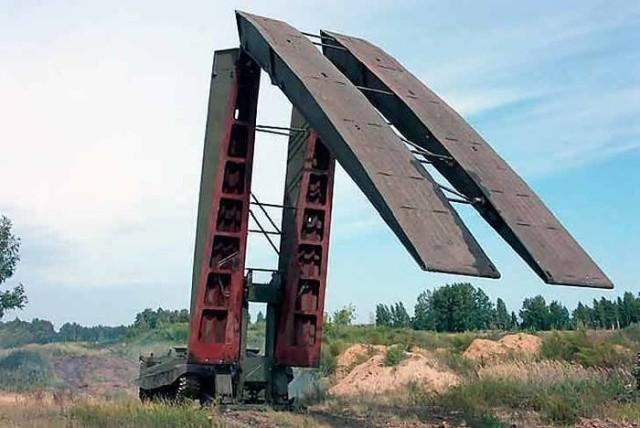 Не совсем обычная военная машина, выполняющая важную функцию (5 фото)