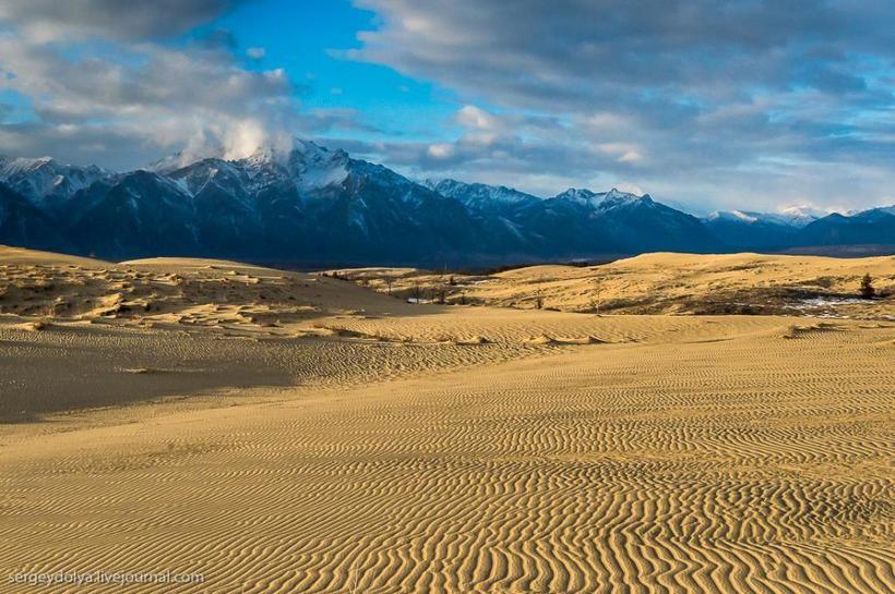 Чарские пески — невероятный пустынный пейзаж посреди сибирской тайги