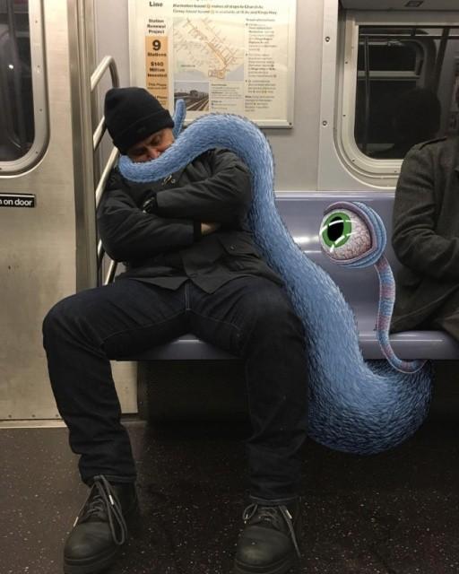 Осторожно! Монстры в метро! (20 фото)