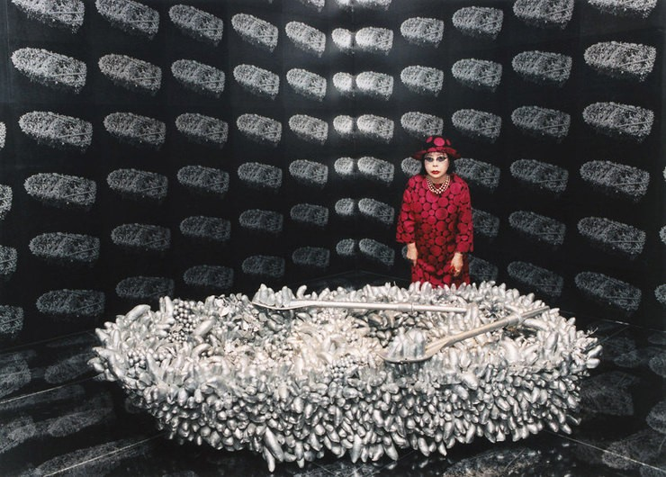 Японская художница, страдающая психическими расстройствами, продаёт картины за миллионы долларов