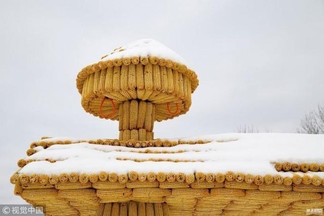 Дом из тысяч кукурузных початков (9 фото)
