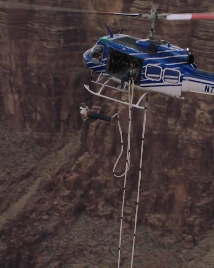 Уилл Смит в свой юбилей 50-летия прыгнул с вертолета в Гранд-Каньон