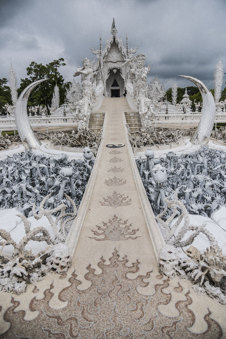 Удивильный храм Ват Ронг Кхун: белое чудо Таиланда