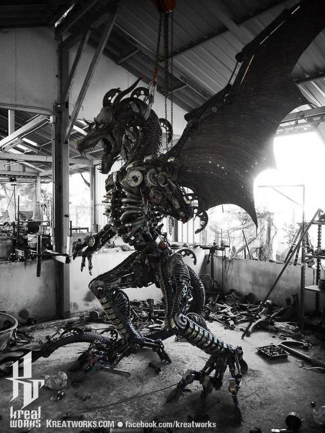 Стимпанк-скульптуры из деталей машин и мотоциклов (40 фото)