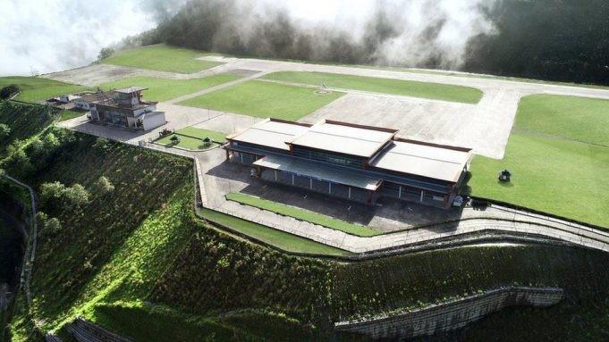 Самый живописный аэропорт в мире открыли в Гималаях