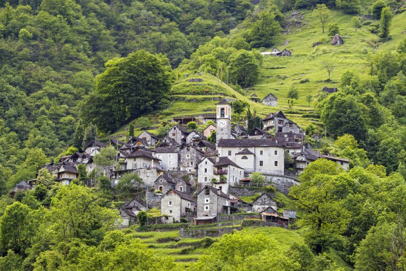 Крохотная деревушка в Швейцарии станет огромным отелем