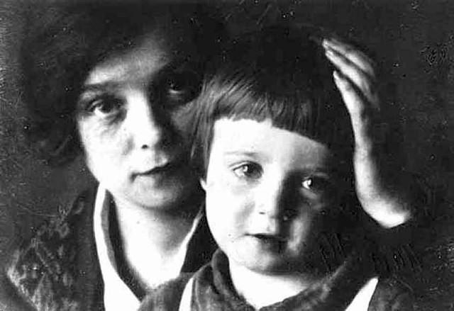 Как сложилась судьба трех сыновей и дочери Сергея Есенина